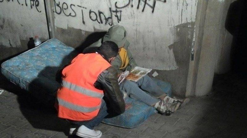 tunisie il fait de sa maison un refuge pour les sdf r alit s online. Black Bedroom Furniture Sets. Home Design Ideas