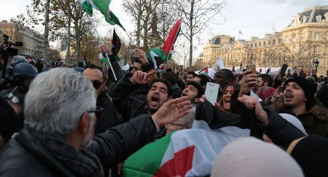 Douze chefs d'inculpation requis contre une Palestinienne ayant frappé des soldats