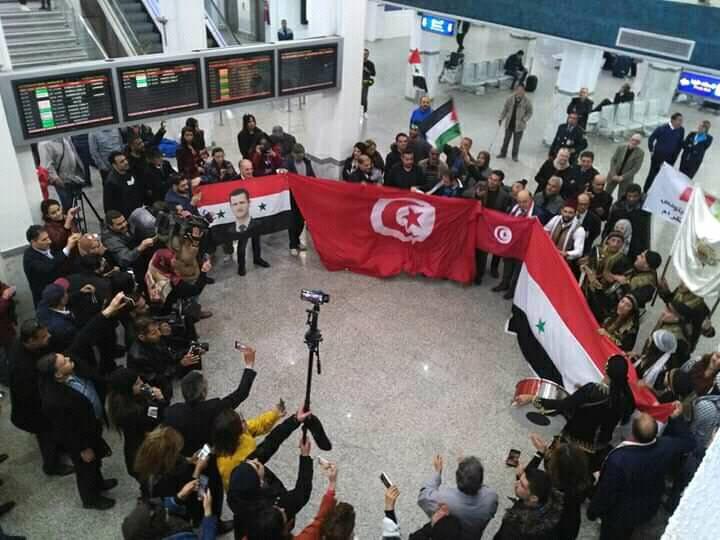 Les touristes syriens hissent le portrait d'Al Assad à Monastir Bachar-assad